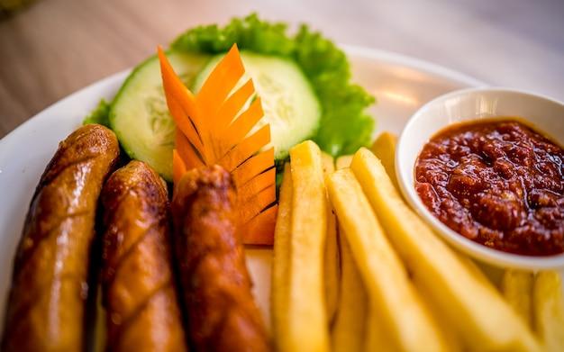 Asian fast food piccante pollo alla griglia e verdure a kathmandu in nepal