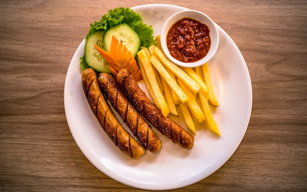 Asian fast food piccante salsiccia alla griglia e verdura a kathmandu in nepal