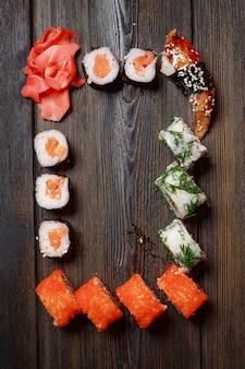 Sushi di cibo asiatico, consegna di cibo a casa