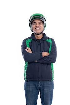 Pilota di moto maschio asiatico con uniforme isolato su sfondo bianco