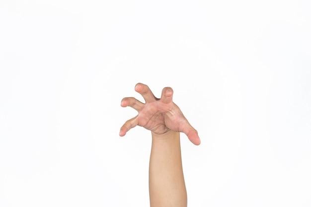 La mano del maschio asiatico apre il palmo e la posta come un artiglio di animale in uno sfondo bianco isolato luce da studio con tracciato di ritaglio.