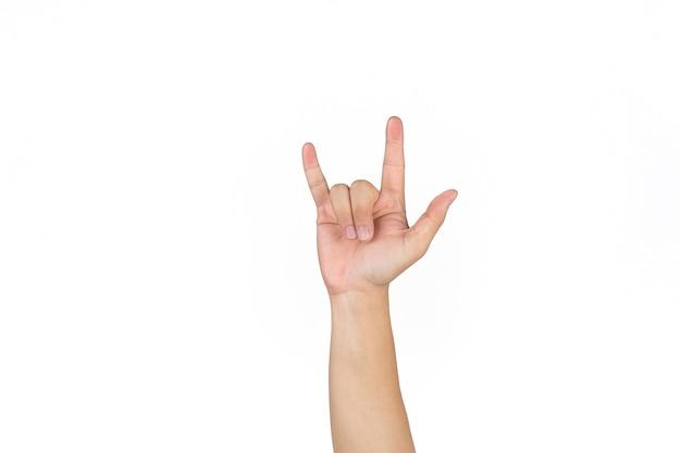I maschi thailandesi asiatici alzano la mano e mostrano il segno dell'amore sullo sfondo bianco.