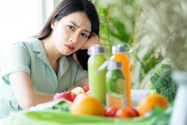 La donna asiatica è stanca di stare a dieta