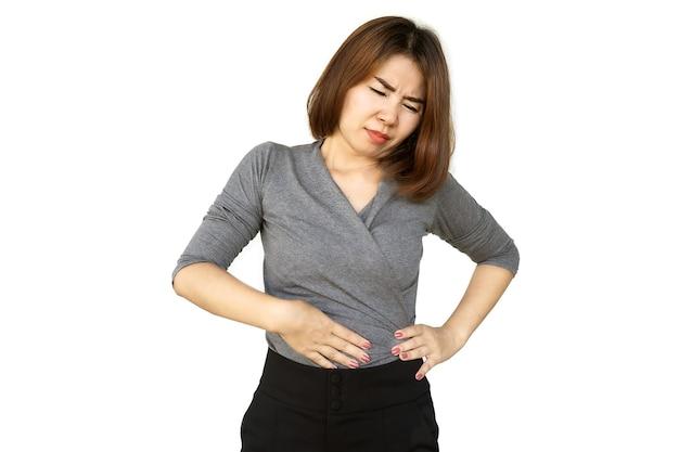 Donna asiatica che soffre di mal di stomaco nel lato sinistro