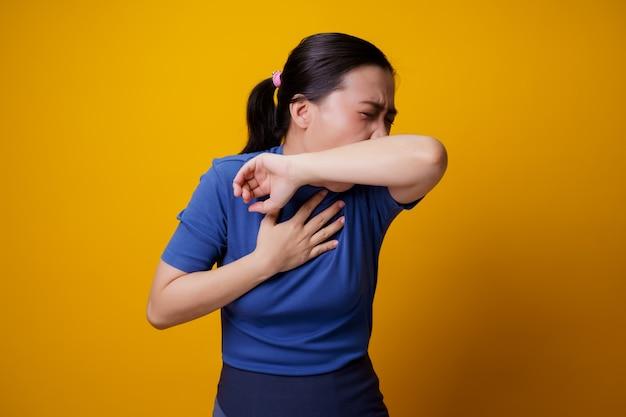 La donna asiatica era malata di febbre gialla.