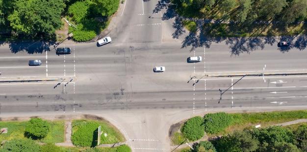 Strada asfaltata vista dall'alto