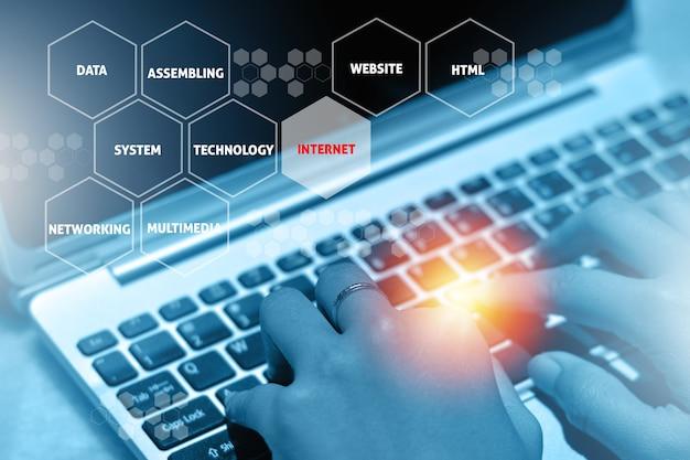 Assemblaggio di personal computer ad alte prestazioni. concetto di formazione online