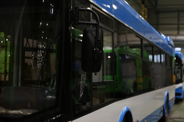 Produzione assemblaggio di veicoli elettrici urbani
