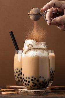 Assortimento con delizioso tè tailandese tradizionale