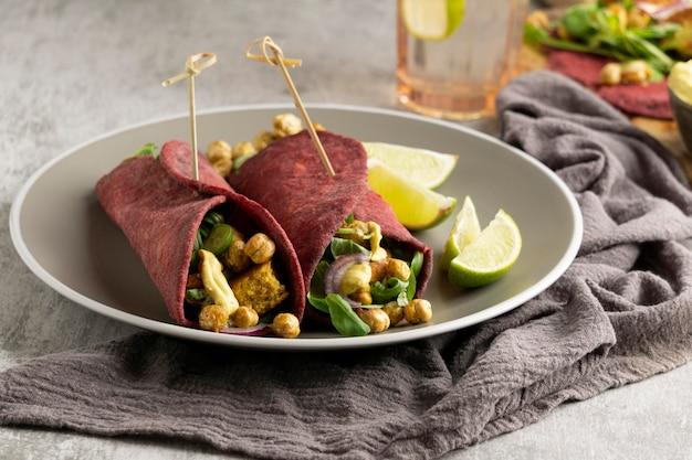 Assortimento con delizioso pasto vegano Foto Premium