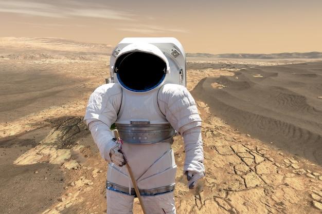 Astronauta che compie la sua missione atterra sul pianeta marte. sistema solare b. elementi di questa immagine forniti dalla nasa