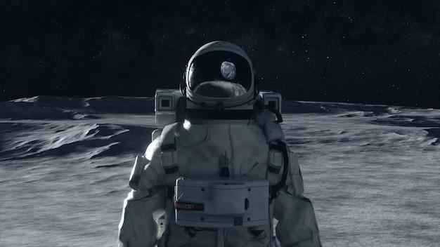 Un astronauta si trova sulla superficie della luna tra i crateri sullo sfondo del pianeta terra.