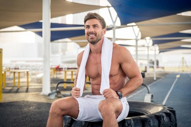 Atleta che si allena all'aperto