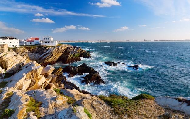 Costa dell'oceano atlantico in portogallo