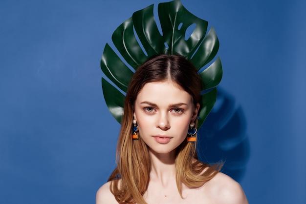 Donna attraente sguardo affascinante glamour esotico vista ritagliata. foto di alta qualità