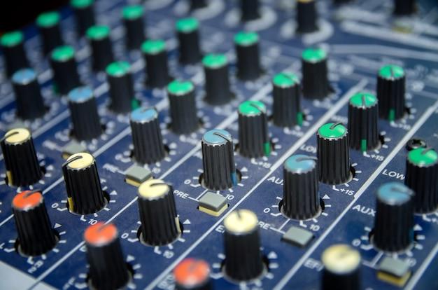 Console mixer audio e mixaggio audio professionale.