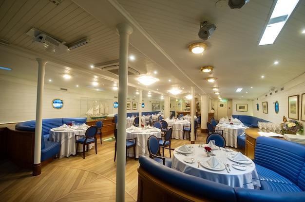 16 agosto 2017, klaipeda, lituania.una cabina a forma di ristorante nella grande nave a vela