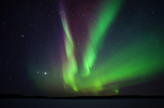 Aurora boreale. aurora boreale notte foto circolo polare artico