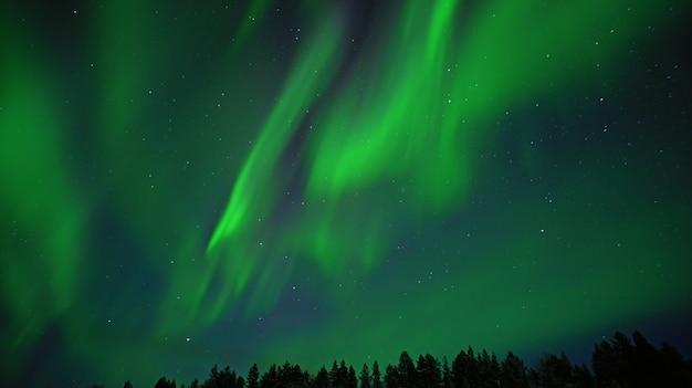 Aurora boreale. foto notturna dell'aurora boreale circolo polare artico