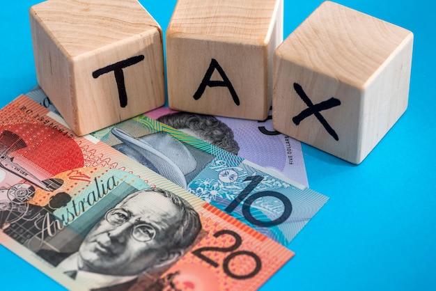 Dollaro australiano con tempo fiscale cubi di legno