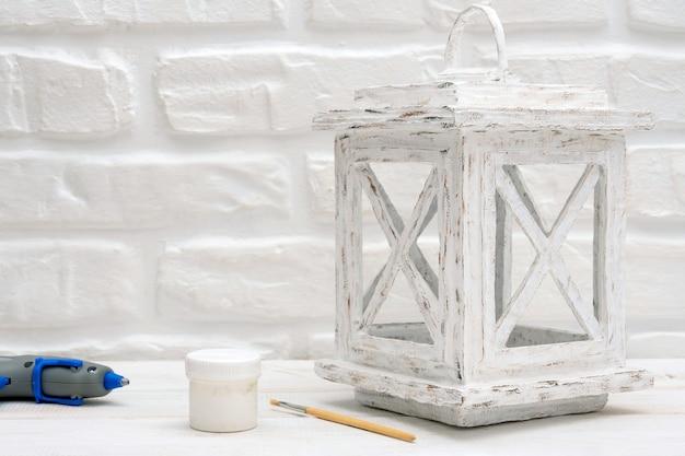 Autentica lanterna di cartone bianca per candela