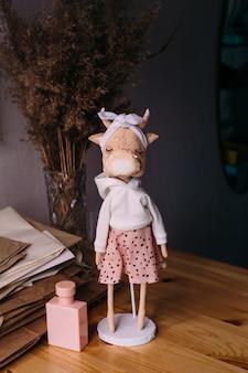 Autore originale bambola toro e mucca autocostruita con una bella faccia dipinta