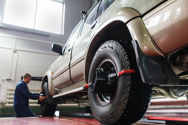 Allineamento automatico delle ruote in garage