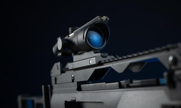 Il fucile automatico con mirino ottico