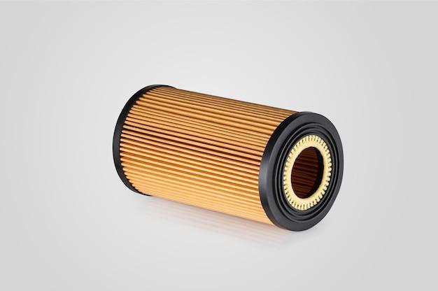 Filtro automobilistico di forma cilindrica di colore arancione su sfondo bianco con riflesso