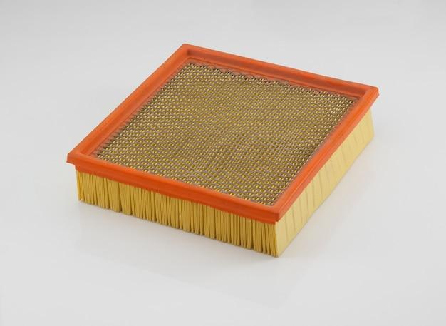 Filtro automobilistico di forma quadrata arancione su sfondo bianco Foto Premium