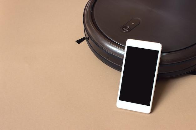 Aspirapolvere moderno senza fili autonomo, controllo smartphone. pulizia della stanza.