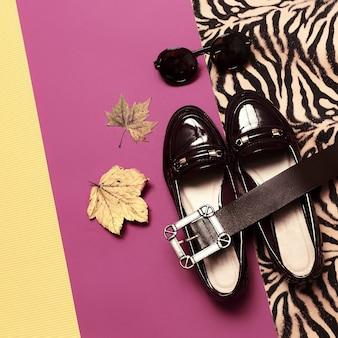 Arriva l'autunno. eleganti mocassini e occhiali da donna. moda vintage minimal