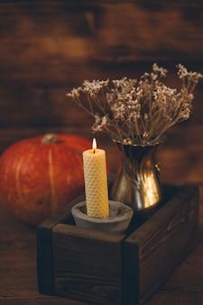 Composizione accogliente autunnale casa accogliente in autunno