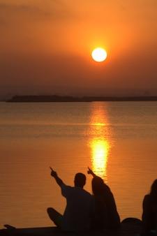 Paesaggio autunnale con colori caldi nel lago albufera di valencia spagna
