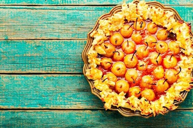 Torta autunnale con pera, spazio per il testo