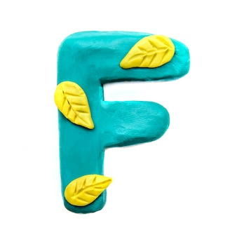 Lettera f di plastilina autunnale dell'alfabeto inglese