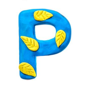 Lettera di plastilina autunno p dell'alfabeto inglese