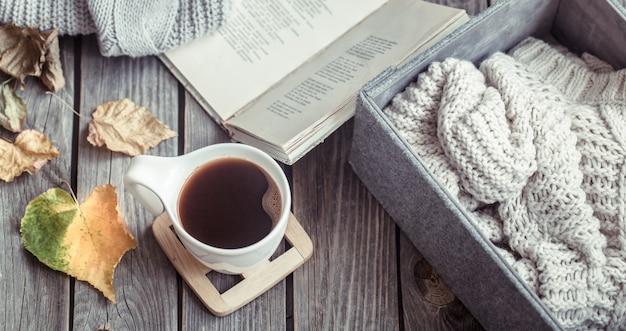 Autunno natura morta con una tazza di caffè