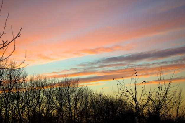 Tramonto autunnale tramonto autunnale cielo serale