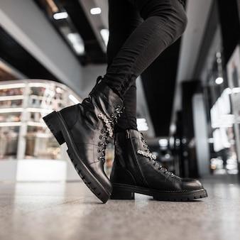 Collezione moda autunno-inverno di stivali caldi da donna