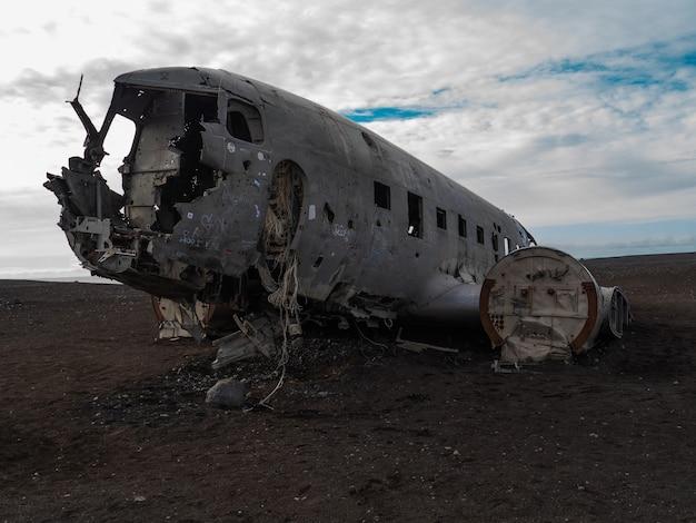 Avion de frente abbandonato in islandia