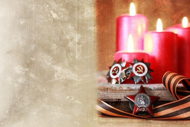 Premi di merito nella seconda guerra mondiale dall'unione sovietica su uno sfondo di legno vintage