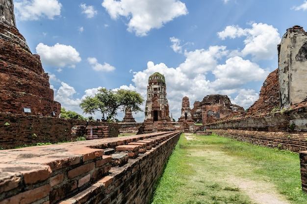 Parco storico di ayutthaya in tailandia Foto Premium