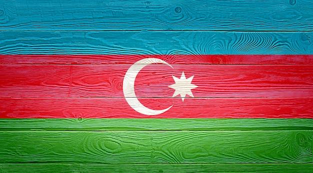 Bandiera dell'azerbaigian dipinta sul vecchio fondo di legno della plancia