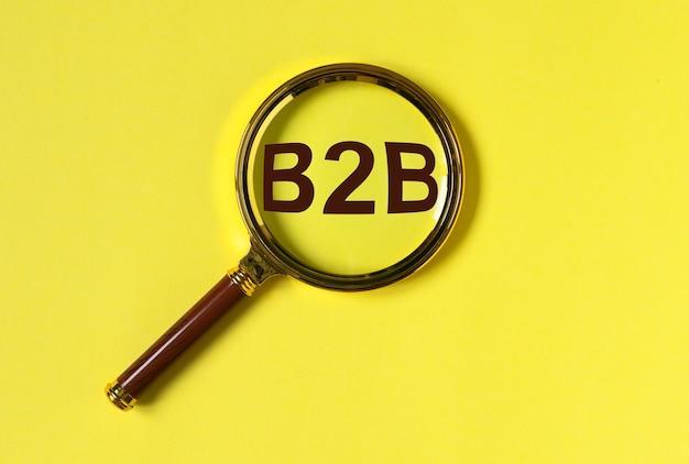 Acronimo b2b, iscrizione. business to business concept attraverso ingrandire