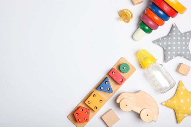 Abbigliamento e accessori per lo sfondo del bambino per un bambino