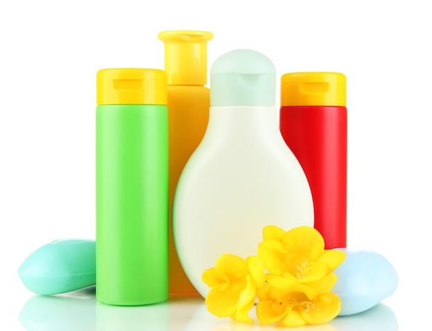 Cosmetici per bambini e sapone, isolati su bianco