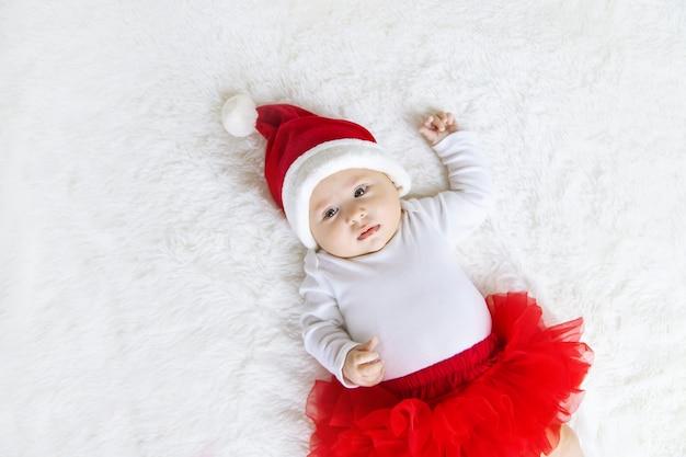 Bambino vestito da babbo natale