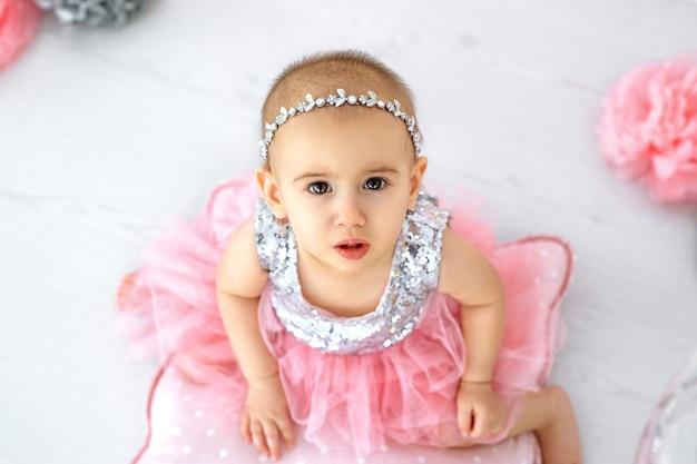 Neonata con vestito