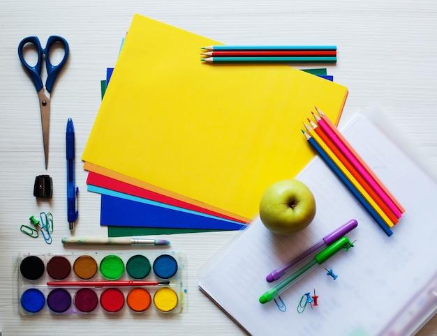 Ritorno a scuola o arte o concetto di educazione